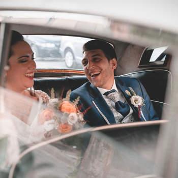 Foto: Estudio 13 Creaciones.  Trabajan, sobre todo, la fotografía emotiva espontánea. Para ello, saben de la importancia de que las parejas se sientan confiadas, la base para que actúen con naturalidad. Buscan conectar con ellos y que den lo máximo delante de la cámara. Destacan de su trabajo la cercanía, la profesionalidad y el amor que ponen en todo lo que hacen.