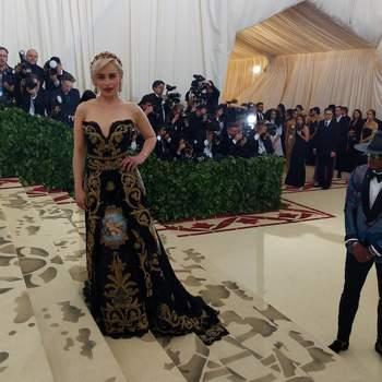 Emilia Clarke em Dolce & Gabbana | Foto: IG Met