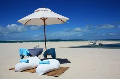 Conheça Azura: lua de mel mágica em uma ilha com praias desertas e muito luxo