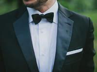 Facettenreiche Anzugmode für den Bräutigam: