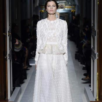 Este diseño con encaje y pedrería es ideal para una novia clásica. Foto: Valentino.