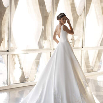 Photo: Pronovias 2021 Cruise Collection