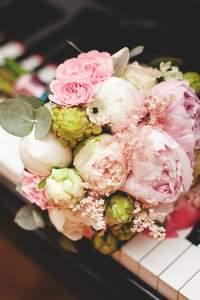 Románticos ramos de novia con peonias 2017