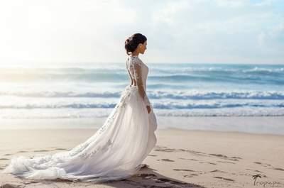Солнце, море и песок... Лучшие прически для пляжной свадьбы: не усложняйте!