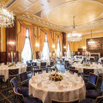 """<a href=""""https://www.zankyou.de/f/excelsior-hotel-ernst-38189""""></a> Über das Excelsior Hotel Ernst: Das Traditionshotel verfügt über 140 Zimmer und Suiten, teilweise mit Blick auf den Dom. Es gibt zwölf Tagungs- und Eventmöglichkeiten mit Tageslicht sowie einen Fitnessraum sowie Saunabereich und zwei Restaurants: Die Gäste des mit einem Michelin Stern geadelten Restaurants taku dürfen sich auf ostasiatische Gerichte freuen."""