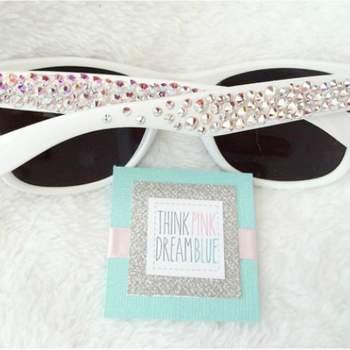 Añade toques personales a tus gafas y manifiesta tu imaginación. Foto: Think Pink Dream Blue
