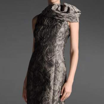 Sempre surpreendendo e encantando, a famosa marca italiana Giorgio Armani nos mostra sua coleção 2012/2013 de vestidos para convidadas. Elegantes e estilosos, são perfeitos para mulheres que querem estar lindas. Veja os modelos!