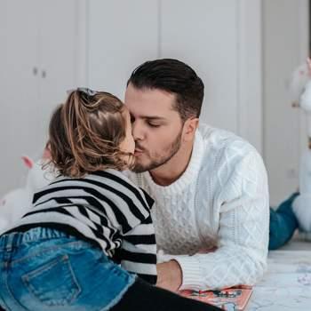 Um coração foi a legenda escolhida por Mickael Carreira para ilustrar esta foto, que Laura Figueiredo também publicou com uma dedicatória ao marido: «Feliz dia do Pai!!! Tenho tanto orgulho no pai que te tens vindo a tornar» | Foto reprodução Instagram @mickaelcarreira