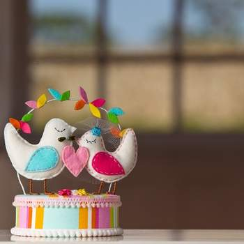 Bunte Cake-Topper für Ihre Hochzeitstorte