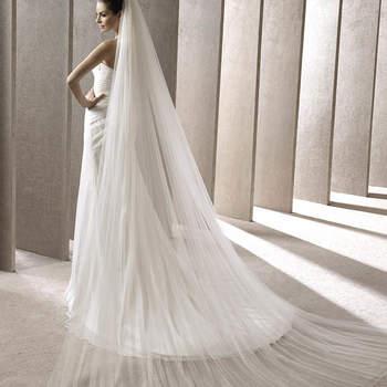 """<a href=""""http://zankyou.9nl.de/kijg"""">Pide tu cita aquí para probarte la nueva Colección 2015 de Pronovias.</a> Aunque sencillo, este velo elaborado con una doble capa de tul, cumplirá las expectativas de muchas novias."""