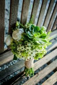 Buquês de noiva 2017: aposte em cores e flores diferentes!
