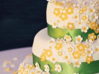 Hochzeitsdekoration in Weiß, Gelb und Grün