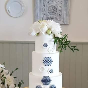 Os azulejos são sempre uma boa inspiração para bolos de casamento diferentes | Créditos: Açúcar À La Carte