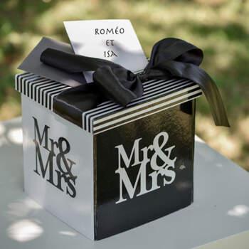 Caja Mr & Mrs Sobres y Mensajes- Compra en The Wedding Shop
