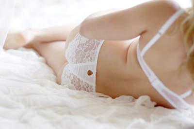 Renda e brilho: as novidades em lingerie de noiva