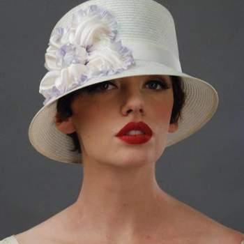 Caso esteja buscando uma alternativa para o véu, os chapéus são ótimas alternativas e está cada vez mais popular entre as noivas. Inspire-se na coleção Louise Greem Millinerry.