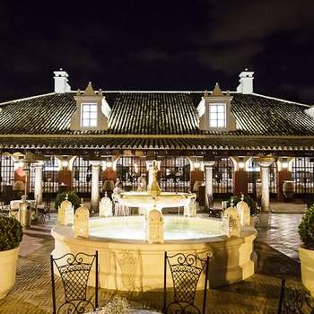 Situada en Sevilla, os ofrecen un trato especial y personalizado, en la gastronomía marcan su característica diferenciadora. Disfrutaréis de un ambiente cálido en un marco inolvidable.