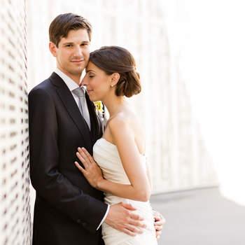 Wir - Nina und Phil - sind ein verheiratetes Fotografenpärchen und wir lieben Hochzeiten auf der ganzen Welt!  Viele Paare investieren Jahre und auch viel Geld in die Planung und Umsetzung ihrer Hochzeit und dann einmal gekommen, vergeht dieser Tag wie im Flug.  All die emotionalen Momente dieses einmaligen Tages in perfekten Aufnahmen einzufangen ist eine große Herausforderung aber auch unsere Leidenschaft.  Unser Ziel dabei ist es die gesamte Geschichte einer Hochzeit in Bildern zu erzählen - vom Ankleiden von Braut und Bräutigam, über alle Details des Tages, bis zur abendlichen Feier.  Auch Braut und Bräutigam in einzigartigen Portraits festzuhalten ist ein wesentlicher Bestandteil der fotografischen Begleitung.   So entstehen Erinnerungen für viele Generationen, denn die einzige Person die diesen besonderen Tag für immer festhalten kann ist der Fotograf.  Wir würden uns freuen, Teil eures großen Tages zu sein!