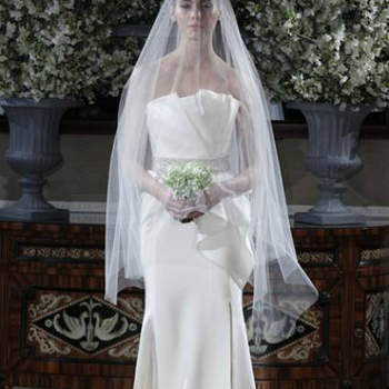 Vestido de noiva com saia peplum da colecção Romona Keveza Primavera 2013