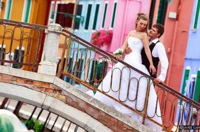 I colori, i ponti, le calli e l'unicità di un matrimonio a Venezia. Foto credits Davide Carrer