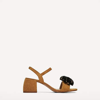 Sandalia piel de Zara (25,99 euros)
