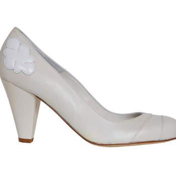 Sapato de noiva branco. Ellips