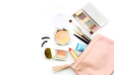 Descubre todo lo que debe llevar el kit de emergencia (y belleza) de una novia