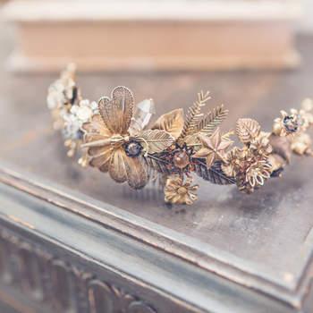 Tocado con libélulas Suma Cruz. Credits: Elena Bau