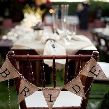 """La banderolle """"Bride"""" fait sensation ! Rien de tel pour personnaliser et décorer les chaises de votre mariage."""