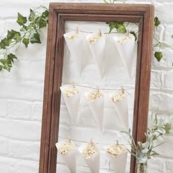 Cônes Blancs Mariage 10 Pièces - Achetez sur The Wedding Shop !