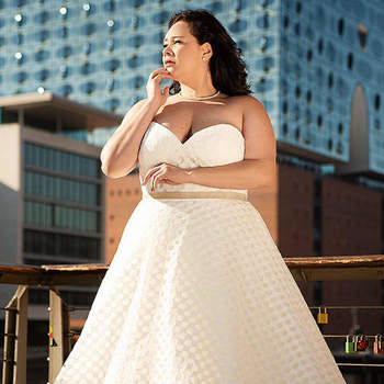 Credits: Vollkommen.Braut. - The Curvy Bridal Boutique