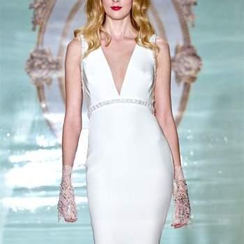 Свадебное платье без корсета, прямой силуэт, с коротким поясом.