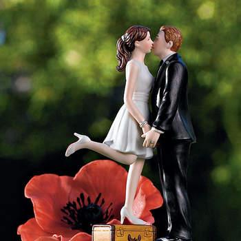 Romantico questo cake topper con gli sposi che si baciano