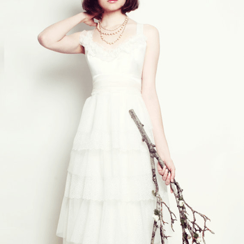 Holly Stalder (Foto: http://www.etsy.com/listing/92033243/delicate-dots-silk-and-tulle-ruffled)