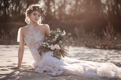 Piękne koronkowe suknie, wianki i przebijające słońce. Zachwycająca sesja!