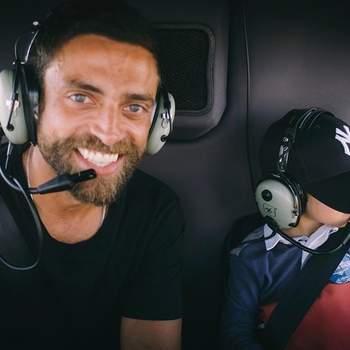 Diogo Amaral festeja o dia: «Ontem fomos dar uma volta de helicóptero por Lisboa (@lisbonhelicopters) para celebrar o Dia do Pai!  Sou um privilegiado por ser pai deste puto, o meu puto maravilha!  Para o ano festejo com o Mateus e com o Oliver. Feliz dia do Pai» | Foto reprodução Instagram @diogoamaral.oficial_