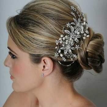 O penteado usado pela noiva no casamento é importante já que complementa o look mais importante do dia! Mas se você não quer nada muito simples, aposte nos lindos acessórios de Maritzas Bridals.