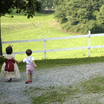 A 30 km de Bilbao, ofrece un espacio enorme con prados vallados para que los niños corran por él con total seguridad.