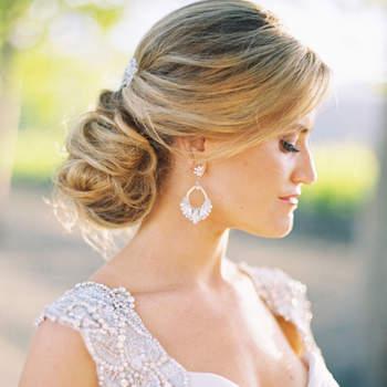 Penteado para noiva com cabelo preso | Credits: Jessica Burke Photography