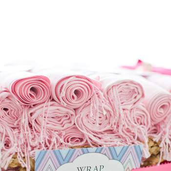 Pasminas para as convidadas em tons rosa pastel. Credits: Leila Brewster