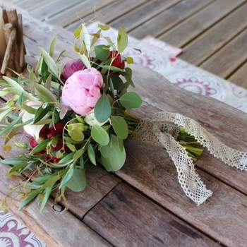 "<a href=""https://www.zankyou.pt/f/greenpick-512099"" target=""_blank"">Greenpic'k / Styling, decor &amp; floral design</a>"