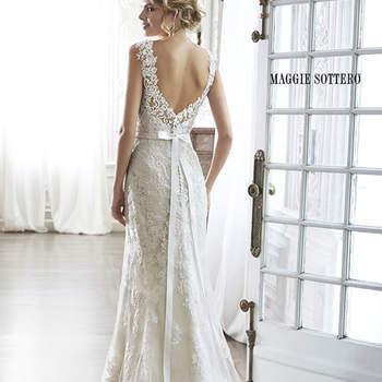 """Vestido de novia con aire romántico y exquisitos encaje, de escote corazón y mangas delicadas. La espalda descubierta en V acaba con un botón y cierre elástico interior, aunque es opcional una cinta con cuentas.   <a href=""""http://www.maggiesottero.com/dress.aspx?style=5MN083"""" target=""""_blank"""">Maggie Sottero Spring 2015</a>"""