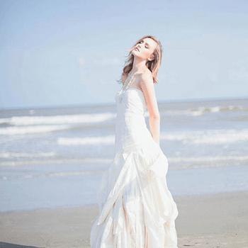 Little White Dress (Foto: http://www.etsy.com/listing/99243689/sample-sale-wedding-dress-sustainable)
