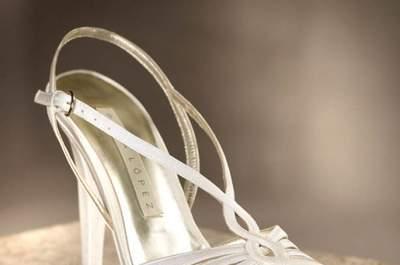 Zapatos para novia en color blanco colección Pronovias