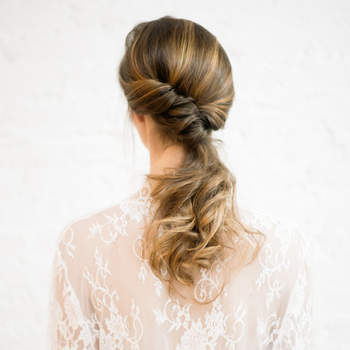 Cabelo de noiva preso | Credits: You Look Lovely Photography