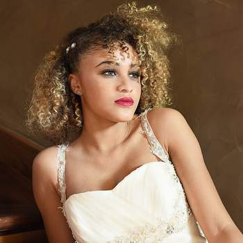 Maquillage : Un zeste de beauté / Coiffure :  Univ hair de lou