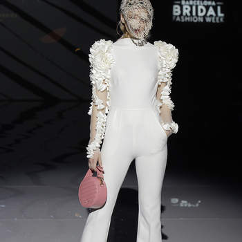 Isabel Zapardiez. Credits_ Barcelona Bridal Fashion Week