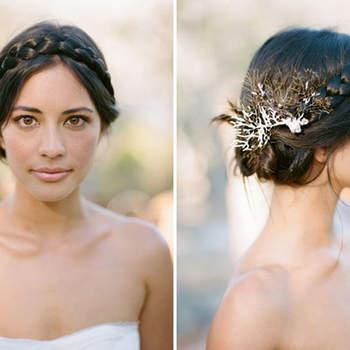Penteado para noiva com cabelo preso e trança | Credits: Jillian Mitchell Photography