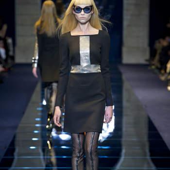 Tubino a manica lunga Versace nero con inserto centrale in lurex argento. Foto: www.versace.com