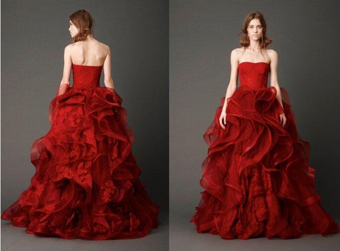 Rosso e dal volume esagerato...vietato alle spose timide! Vera Wang Bridal Collection 2013. Foto: www.verawang.com